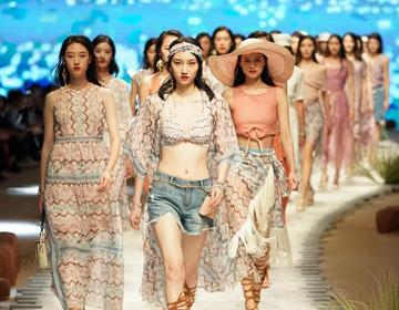 时装周刚开始,这场秀又引爆了时尚热度