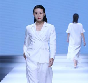飞越真我——中国十佳时装设计师施杰江西国际麻纺博览会拉开时尚大幕