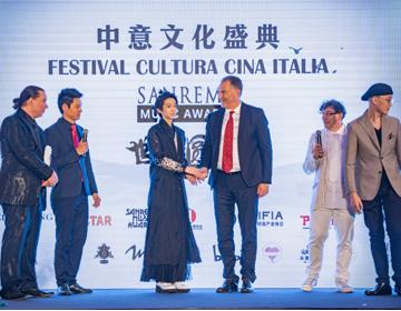 中意文化盛典圆满落幕  国风少年刘宇汉服之美醉千