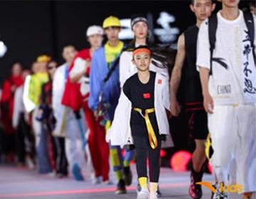 冬奥国旗款童装首次亮相 安踏儿童携世界街舞冠军