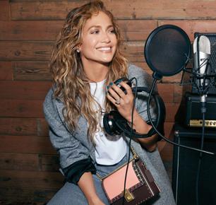 Coach推出Coach x Jennifer Lopez合作系列特别款Hutton手袋