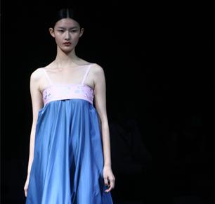 太平鸟与东华大学、中国服装协会签约雅戈尔、申洲与宁波大学签约只为宁波装更年轻更时尚