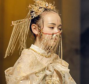 """""""江南·忆""""彰显国潮新意向——蒋硕少儿国风礼服引领传统服饰文化潮"""