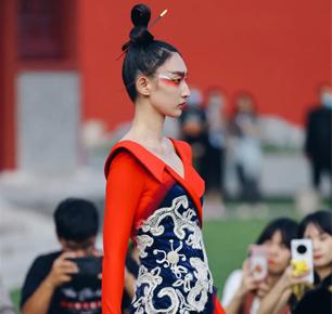 2020北京时装周首秀:刘薇致敬非遗之美