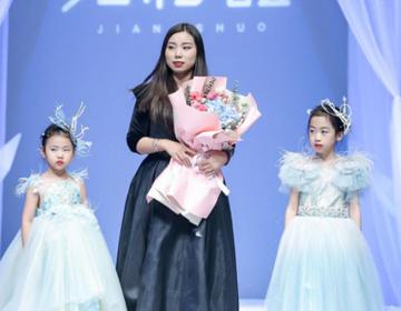 星光璀璨 绽放京城 —— 张莉童模再现中国国际时