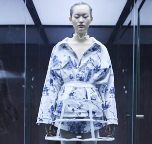 YOU WEI有尾 2020春夏上海时装周——博物馆奇幻夜,超乎你所见