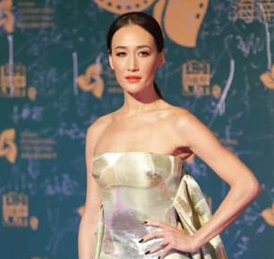 MaggieQ亮相海南电影节,40岁身材惊艳