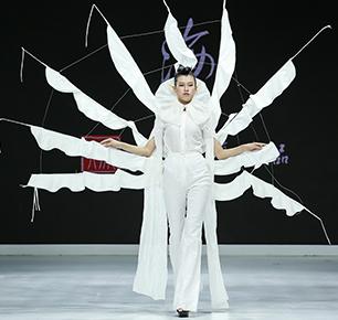 成昊用中国文化讲故事,干士品牌犹如一本《山海经》呈现北京时装周舞台