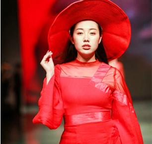 上海大学——巴黎国际时装艺术学院2019春夏流行趋势发布会暨2018届年度盛典在上海举行