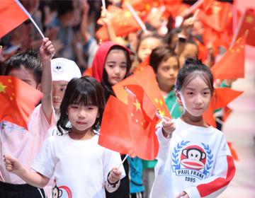 红纺文化IP童装首秀2018中国国际儿童时尚周,高唱国