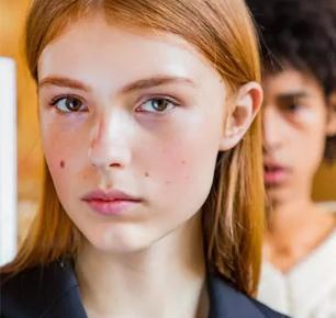 """乌克兰新人模特,因脸上的""""魅力痣""""走红,对这种脸毫无抵抗力"""