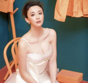 吕佳容春日个性艺术写真 网友:性感冷艳挡不住