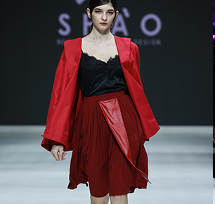 演员/服装创始人/服装创意总监——三好斜杠青年余少群向时尚界进军,SHAO新品再度亮相北京时装周