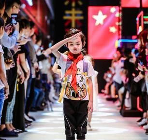 红纺文化IP童装首秀2018中国国际儿童时尚周,高唱国歌为祖国庆生
